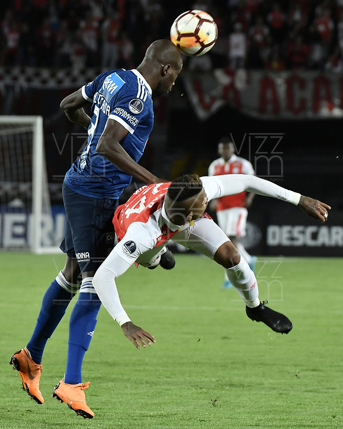 BOGOTÁ - COLOMBIA, 18-09-2018: Damir Ceter (Der) jugador de Independiente Santa Fe disputa el balón con Anier Figueroa (Izq) jugador de Millonarios durante partido de ida por los octavos de final de la Copa CONMEBOL Sudamericana 2018 jugado en el estadio Nemesio Camacho El Campín de la ciudad de Bogotá. / Damir Ceter (R) player of Independiente Santa Fe vies for the ball with Anier Figueroa (L) player of Millonarios during first leg match for the eight finals of CONMEBOL Sudamericana 2018 cup played at Nemesio Camacho El Campin stadium in Bogotá city.  Photo: VizzorImage / Gabriel Aponte / Staff