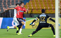 MEDELLIN - COLOMBIA -11-07-2015: Hernan Hechalar (Izq.) jugador de Deportivo Independiente Medellin disputa el balón con Jose Cuadrado (Der.) portero de Once Caldas durante partido Deportivo Independiente Medellin y Once Caldas por la fecha 1 de la Liga Aguila II 2015, en el estadio Atanasio Girardot de la ciudad de Medellin. / Hernan Hechalar (L) player of Deportivo Independiente Medellin fights for the ball with Jose Cuadrado (R) goalkeeper of Once Caldas, during a match Deportivo Independiente Medellin and Once Caldas for the date 1 of the la Liga Aguila II 2015 at the Atanasio Girardot stadium in Medellin city. Photo: VizzorImage  / Leon Monsalve / Cont.