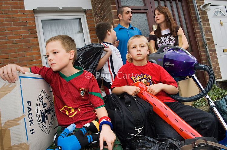 Family are evicted from their house and forced into homelessness because they couldn't keep up with the mortgage payments after both became ill and lost their jobs...True story that happened in Bristol area posed by models. ..Reproduction fee required...Photos: Paul Carter..29/09/06..© Paul Carter, T 023 8043 6191,  F 023  8043 1070, E paul@paulcarter-photographer.co.uk    NUJ recommended terms & conditions apply. Moral rights asserted under Copyright Designs & Patents Act 1988. Credit is required. No part of this photo to be stored, reproduced, manipulated or transmitted by any means without permission.