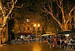 La Place de l'Hôtel de Ville, in Aix-en-Provence, Provence, France, on a Saturday night.