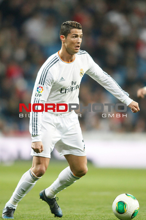 Real Madrid¬¥s Cristiano Ronaldo during a Spain King Cup soccer match between Real Madrid and Osasuna at Santiago Bernabeu Stadium in Madrid, Spain. January 09, 2014. Foto © nph / Caro Marin)