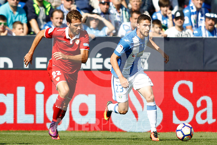 CD Leganes' Omar Ramos (r) and Sevilla FC's Franco Vazquez during La Liga match. October 15,2016. (ALTERPHOTOS/Acero)