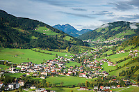 Austria, Tyrol, Wildschoenau: high valley at Kitzbuehel Alps, district Niederau, background district Oberau   Oesterreich, Tirol, Wildschoenau: Hochtal in den Kitzbueheler Alpen bei Woergl, Kirchdorf Niederau, im Hintergrund Kirchdorf Oberau