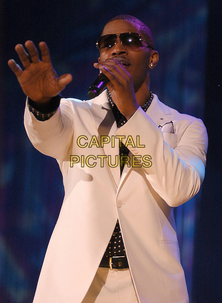 JAMIE FOXX.Oscar winner Jamie Foxx performs at the Norfolk Scope, Norfolk, Virginia, USA, 22 March 2007..half length concert gig cream white suit jacket microphone hand.CAP/ADM/MK.©Mike Klein/AdMedia/Capital Pictures.