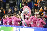 SCHAATSEN: HEERENVEEN: 14-12-2014, IJsstadion Thialf, ISU World Cup Speedskating, Dweilorkest, ©foto Martin de Jong