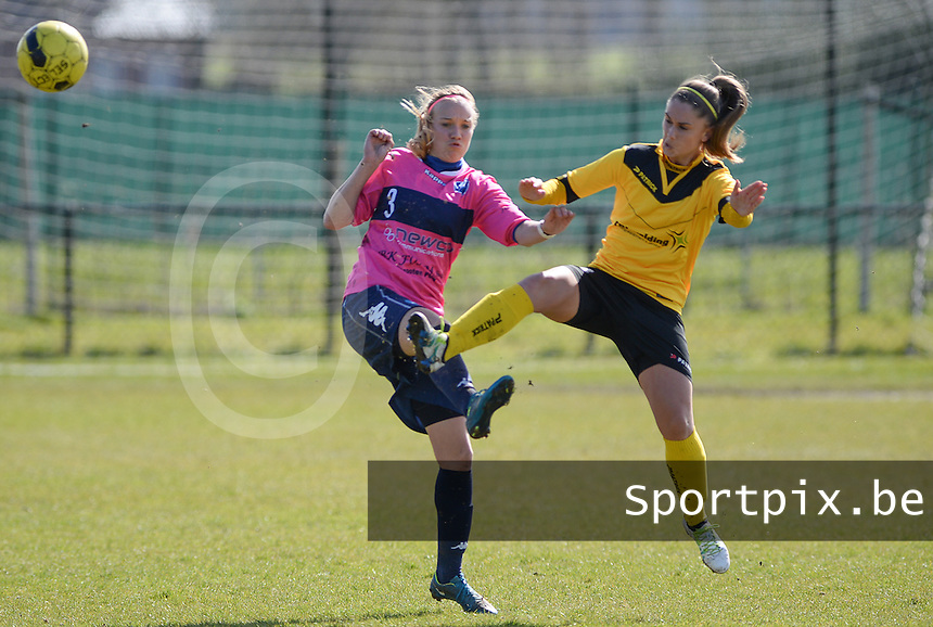 20160328 - Zwevezele , BELGIUM : duel pictured between Turnhout's Sara Blondeel (left) and Zwevezele's Manon De Bart (r) during the soccer match between the women teams of Voorwaarts Zwevezele and FC Turnhout  , on the 20th matchday of the Belgian Third division for Women on Saturday 28 th March 2016 in Zwevezele .  PHOTO SPORTPIX.BE DAVID CATRY