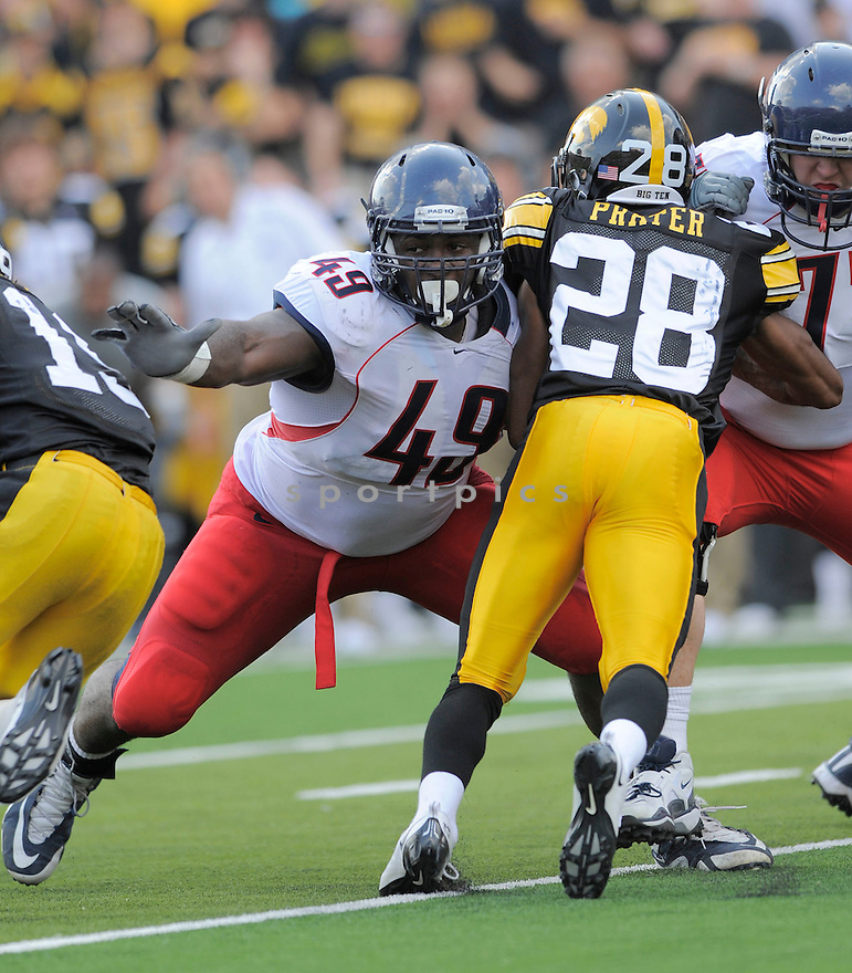 EARL MITCHELL, of the Arizona Wildcats, in action during the Wildcats game against the Iowa Hawkeys on September 19, 2009 in Iowa City, Iowa. TheHawkeys  beat the Wildcats  21-17 ...