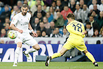 Real Madrid's Karim Benzema (l) and Villareal's Denis Suarez during La Liga match. April 20,2016. (ALTERPHOTOS/Acero)