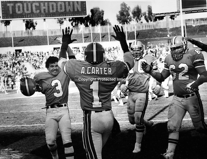 Oakland Invaders Anthony Carter celebrates touchdown, with #3 Novo Bojovic and #62 Jeff Wiska, and #70 Steve Wright.. (photo Mar3,1985 by Ron Riesterer)