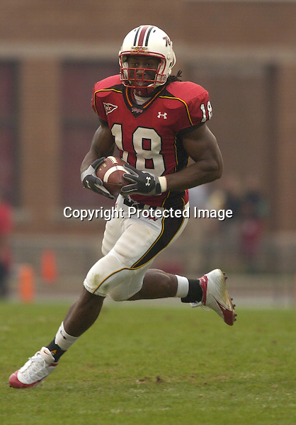30 October 2004:  Maryland's Vernon Davis (18) breaks off a long gain..Maryland upset #5 Florida State 20-17 October 30, 2004 at Byrd Stadium in College Park, MD..