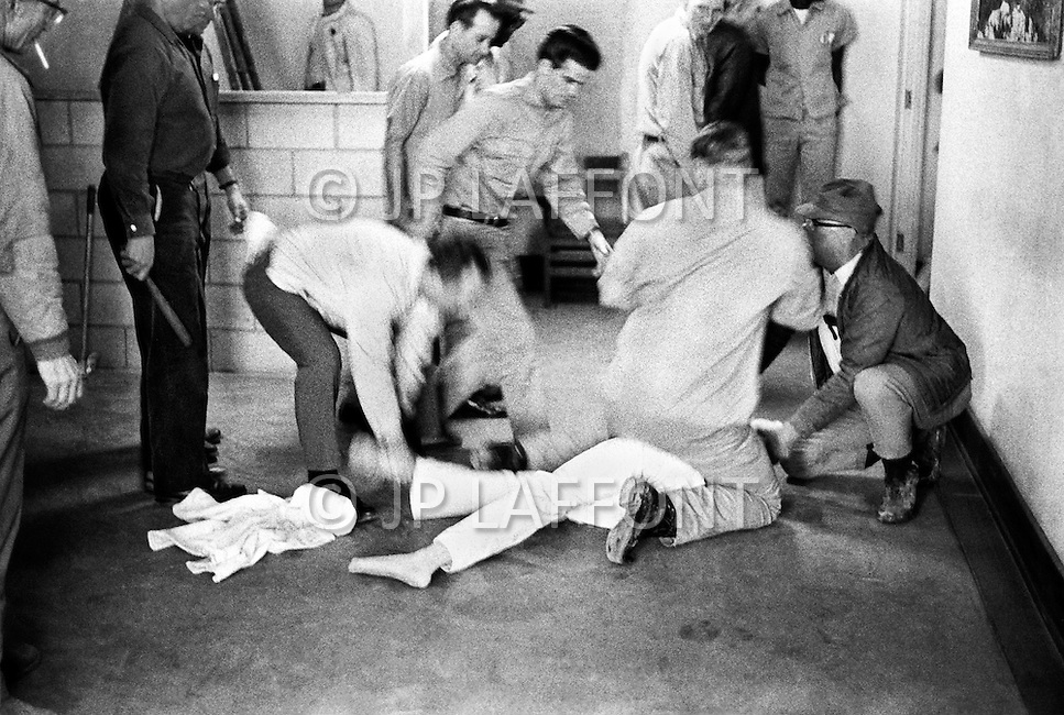 Cummins, AR - February 3rd 1968<br /> Using my presence, a prisoner tries to start some disturbance. He is subdued by a guard in the Cummins unit of Arkansas State Penitentiary. <br /> Cummins, Arkansas. 3 f&eacute;vrier 1968.<br /> Rassur&eacute; par ma pr&eacute;sence, &eacute;tant certain que je vais photographier l'incident, un prisonnier se jette sur un garde pour d&eacute;clencher une &eacute;meute. Il sera imm&eacute;diatement terrass&eacute; et tout rentrera dans l'ordre en quelques secondes.
