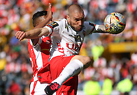 BOGOTA - COLOMBIA - 12-09-2015: Almir Soto jugador de Independiente Santa Fe  disputa el balon con Jorge Ramirez de Patriotas de Boyaca FC durante  partido  por la fecha 12 de la Liga Aguila II 2015 jugado en el estadio Nemesio Camacho El Campin. / Almir Soto player of Independiente Santa Fe   fights the ball against  Jorge Ramirez of Patriotas de Boyaca FC  during a match for the  twelfth date of the Liga Aguila II 2015 played at Nemesio Camacho El Campin stadium in Bogota city. Photo: VizzorImage / Felipe Caicedo / Staff.