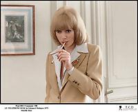 Prod DB © Gaumont / DR<br /> LE TELEPHONE ROSE (LE TELEPHONE ROSE) de Edouard Molinaro 1975 FRA<br /> avec Mireille Darc<br /> cigarette, scenario de Francis Veber