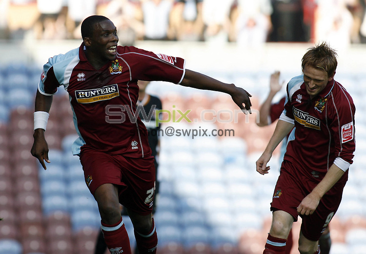 Pix, Shaun Flannery/SWpix..Coca-Cola Championship, Burnley v Hull City, 14.10.2006...COPYRIGHT PICTURE>>SIMON WILKINSON>>01943 - 608782>>..Burnley's Gifton Noel-Williams celebrates his goal.