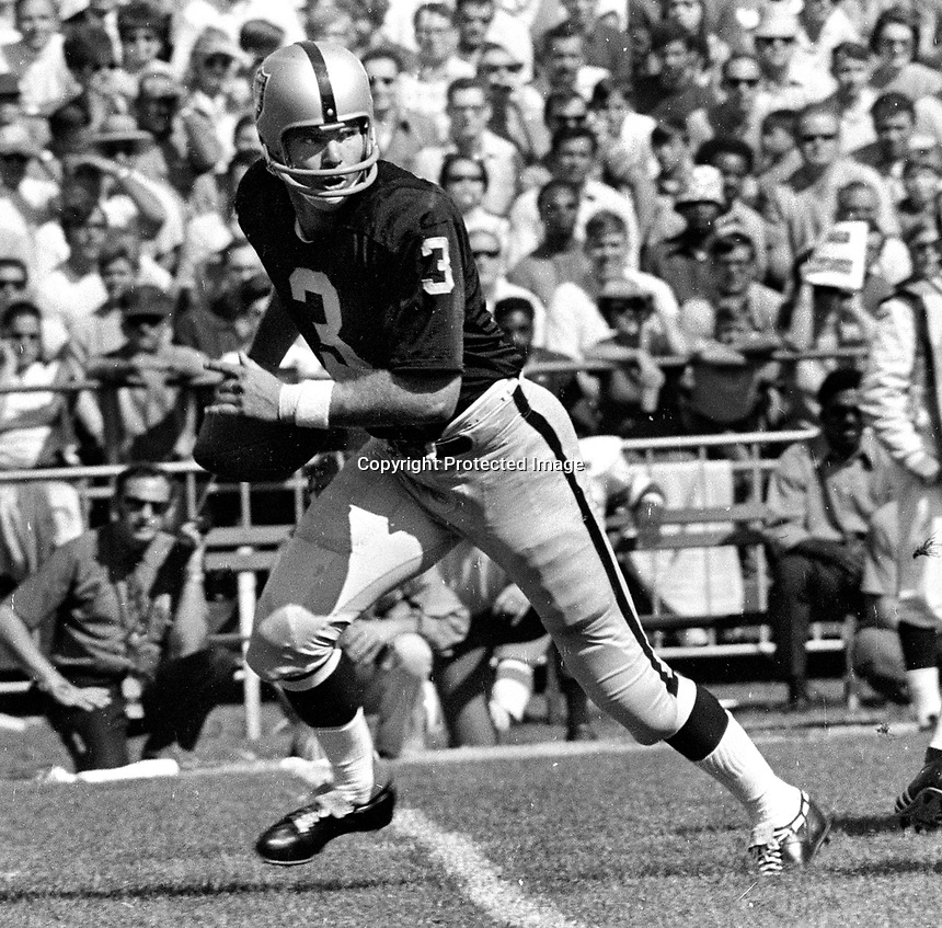 Oakland Raider quarterback Daryle Lamonica..(1973 photo/Ron Riesterer)