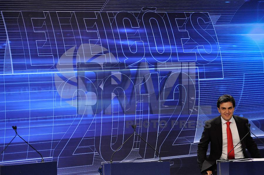 OSASCO, SP, 03 SETEMBRO DE 2012 – DEBATE REDETV – ATENÇÃO EDITOR: FOTO EMBARGADA PARA VEÍCULOS INTERNACIONAIS: Candidato a prefeitura de São Paulo Gabriel Chalita durante debate realizado na noite desta segunda feira (03) pela RedeTV, na sede da emissora em Osasco. (FOTO: LEVI BIANCO / BRAZIL PHOTO PRESS).