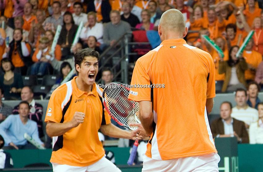 20-9-08, Netherlands, Apeldoorn, Tennis, Daviscup NL-Zuid Korea, Dubbles match: Jesse Huta Galung and Peter Wessels  winnen de dubbel
