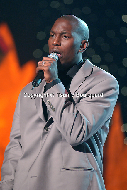 Tyrese performing at the 2001 Soul Train Christmas Starfest, in Santa Monica Auditorium in Los Angeles. November 20, 2001.          -            Tyrese01D.jpg