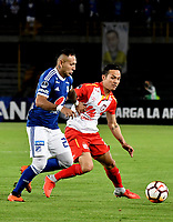 BOGOTÁ - COLOMBIA, 02-09-2018: Juan Guillermo Domínguez (Izq.) jugador de Millonarios (COL), disputa el balón con Luis Seijas (Der.) jugador de Independiente Santa Fe (COL), durante partido de vuelta entre Millonarios (COL) y el Independiente Santa Fe (COL), de los octavos de final, llave A por la Copa Conmebol Sudamericana 2018, en el estadio Nemesio Camacho El Campin, de la ciudad de Bogotá. / Juan Guillermo Dominguez (L) player of Millonarios (COL), fights for the ball with Luis Seijas (R) player of Independiente Santa Fe (COL), during a match of the second leg between Millonarios (COL) and Independiente Santa Fe (COL), of the eighth finals, key A for the Conmebol Sudamericana Cup 2018 in the Nemesio Camacho El Campin stadium in Bogota city. Photo: VizzorImage / Luis Ramírez / Staff.