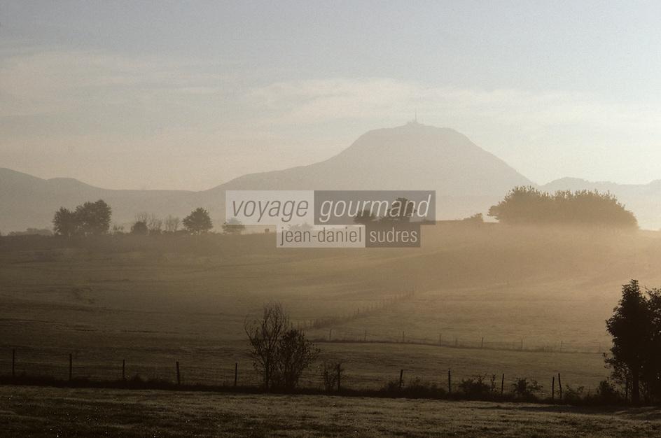Europe/France/Auvergne/63/Puy-de-Dôme/Parc Naturel régionla des Volcans/Monts Dômes: Le Puy-de-Dôme (1465 mètres)