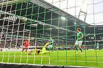 01.12.2018, Weser Stadion, Bremen, GER, 1.FBL, Werder Bremen vs FC Bayern Muenchen, <br /> <br /> DFL REGULATIONS PROHIBIT ANY USE OF PHOTOGRAPHS AS IMAGE SEQUENCES AND/OR QUASI-VIDEO.<br /> <br />  im Bild<br /> Serge Gnabry (FC Bayern Muenchen #22) zum 0 : 1 gegen <br /> Jiri Pavlenka (Werder Bremen #01) <br />  Aufgenommen mit der Hintertor Remote Kamera<br /> <br /> Foto &copy; nordphoto / Kokenge