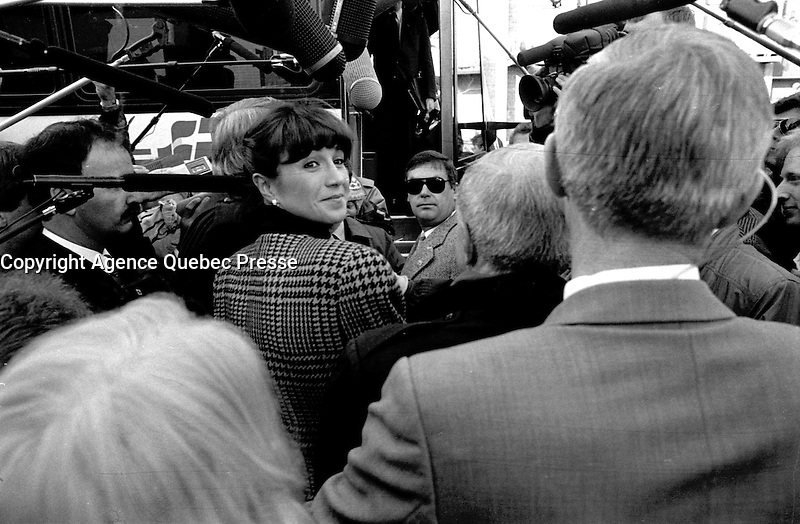 Montreal, CANADA - File Photo -  Mila and Brian Mulroney during the Federal electoral campaign, november 19, 1988<br /> <br /> Photo : Agence Quebec Presse  - Pierre Roussel