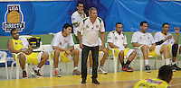 BUCARAMANGA -COLOMBIA, 13-05-2013. José Dilone técnico de Búcaros da instrucciones durante partido contra Águilas en la fecha 15 fase II de la  Liga DirecTV de baloncesto Profesional de Colombia realizado en el Coliseo Vicente Díaz Romero de Bucaramanga./ Bucaros coach Jose Dilone give directions during match against Aguilas on the 15th date phase II of  DirecTV professional basketball League in Colombia at Vicente Diaz Romero coliseum in Bucaramanga. Photo:VizzorImage / Jaime Moreno / STR