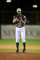 Daytona Tortugas relief pitcher Ryan Hendrix (21) gets ready to deliver a pitch during a game against the Jupiter Hammerheads on April 13, 2018 at Jackie Robinson Ballpark in Daytona Beach, Florida.  Daytona defeated Jupiter 9-3.  (Mike Janes/Four Seam Images)
