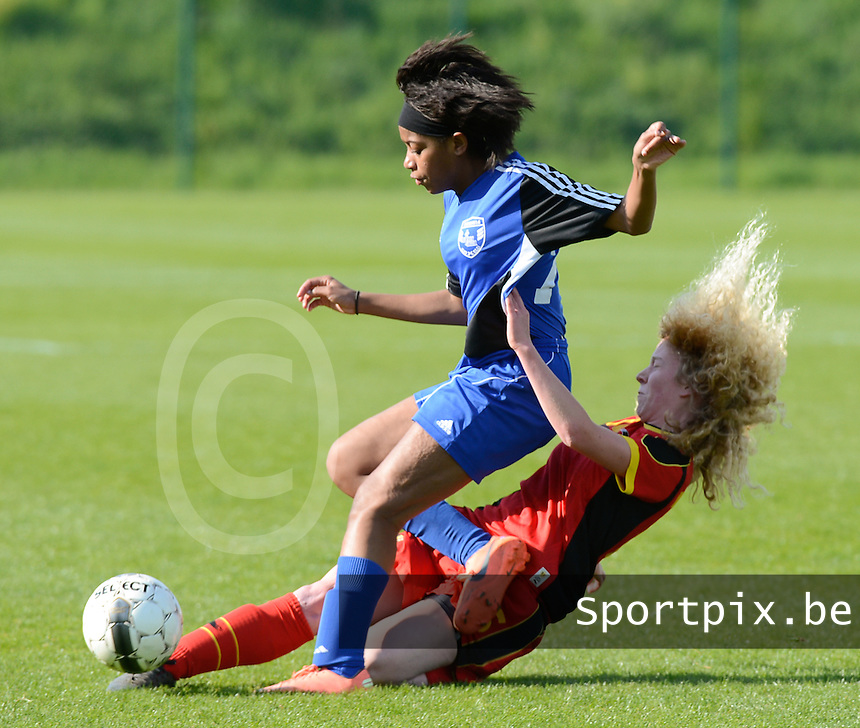 U 16 Belgian red Flames - virginia USA :<br /> <br /> Tackle van Charlotte Tison (R) op Kyra Ricks (L)<br /> <br /> foto Dirk Vuylsteke / Nikonpro.be