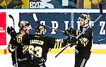 Stockholm 2015-01-04 Ishockey Hockeyallsvenskan AIK - Vita H&auml;sten :  <br /> AIK:s Fredrik Hynning jublar med Joakim Hagelin och lagkamrater efter sitt 1-0 m&aring;l under matchen mellan AIK och Vita H&auml;sten <br /> (Foto: Kenta J&ouml;nsson) Nyckelord:  AIK Gnaget Hockeyallsvenskan Allsvenskan Hovet Johanneshov Isstadion Vita H&auml;sten jubel gl&auml;dje lycka glad happy
