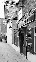 """Chiswick. Greater London. General View of the Public House, """"The Dove"""" - Chiswick Mall and embankment  Leading from Chiswick to Fulham Reach RC. Sunday.  24.07.2016  [Mandatory Credit: Peter Spurrier/Intersport-images.com]"""