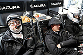 #7 Acura Team Penske Acura DPi, DPi: Helio Castroneves, Ricky Taylor, Alexander Rossi, crew