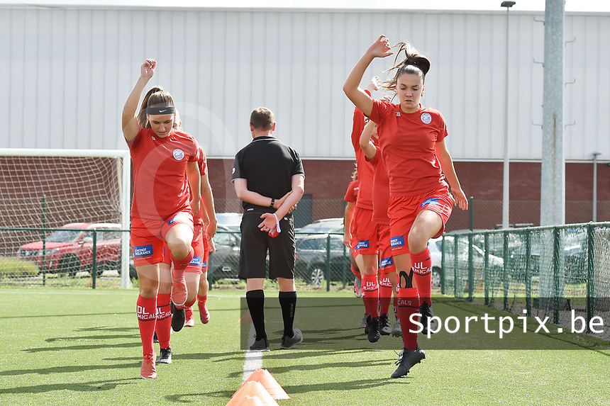 Zulte Waregem's players with Zulte Waregem's defender Liesa Capiau (L) and Zulte Waregem's defender Romy Camps (R)  pictured during the warming up of a female soccer game between SV Zulte - Waregem and RSC Anderlecht Dames on the second matchday of the 2020 - 2021 season of Belgian Scooore Women s SuperLeague , saturday 5 th of September 2020  in Zulte , Belgium . PHOTO SPORTPIX.BE | SPP | DIRK VUYLSTEKE