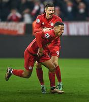 FUSSBALL CHAMPIONS LEAGUE  SAISON 2015/2016 ACHTELFINALE RUECKSPIEL FC Bayern Muenchen  - Juventus Turin      16.03.2016 Thiago Alcantara (vorne) bejubelt seinem Treffer zum 3:2 mit Robert Lewandowski (beide FC Bayern Muenchen)