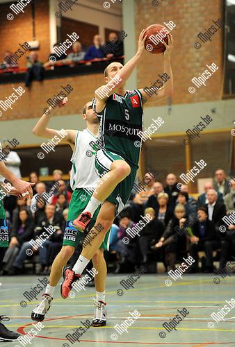2010-10-30 / Basketbal / seizoen 2010-2011 / Gembo - Zolder / Celis scoort voor Gembo..Foto: Mpics