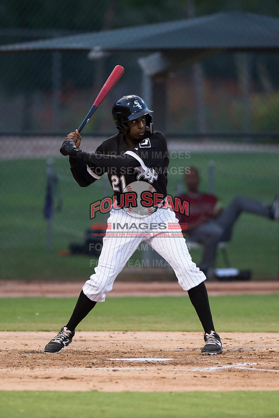 AZL White Sox left fielder Josue Guerrero (21) at bat during an Arizona League game against the AZL Diamondbacks at Camelback Ranch on July 12, 2018 in Glendale, Arizona. The AZL Diamondbacks defeated the AZL White Sox 5-1. (Zachary Lucy/Four Seam Images)