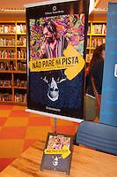 """SÃO PAULO-SP-16,09,2014-LANÇAMENTO """"NÃO PARE NA PISTA""""- Carolina Kotscho durante o Lançamento do Livro """"Não Pare na Pista - A melhor história de Paulo Coelho"""" pela editora Master Books na Livraria Cultura;Conjunto Nacional na Avenida Paulista,na noite dessa Terça-Feira,16(Foto:Kevin David/Brazil Photo Press)"""