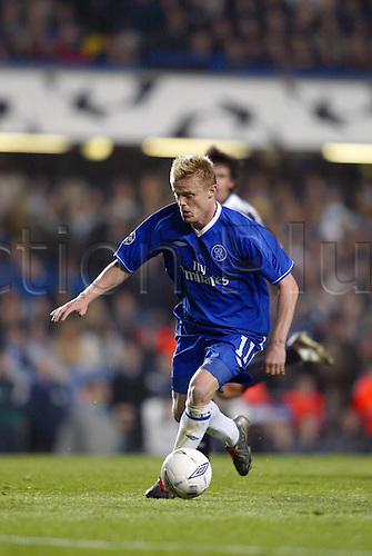 October 22, 2003: Chelsea's Irish winger DAMIEN DUFF with the ball during the UEFA Champions League Group G game at Stamford Bridge. CHELSEA 2 v SS Lazio 1 Photo: Neil Tingle/action plus...soccer football 031022 player