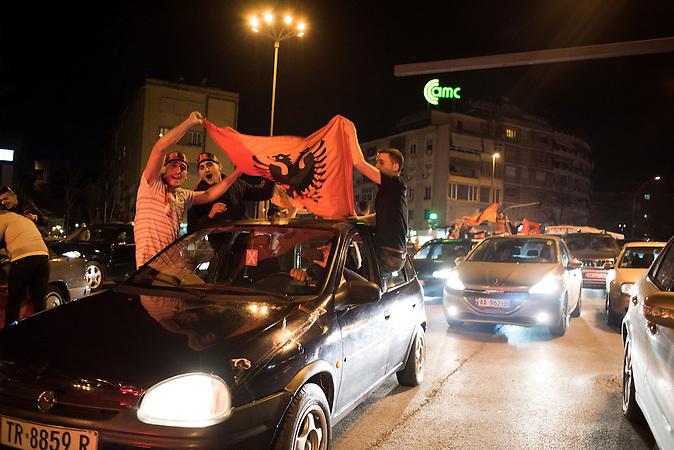 Am 29. März 2015 gewann Albanien das EM-Qualifikationspiel gegen Armen mit 2:1. Anschließend feierten die albanischen Fußballfans bis Tief in die Nacht in Tirana / On 29th of March 2015 Albania won the qualification match against Armenia 2:1. After the match the albanian supporters celbrated their victory.