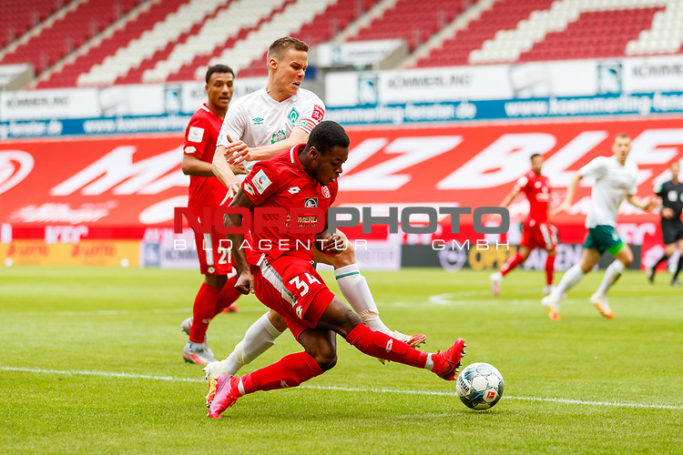 Ridle Baku (FSV Mainz 05) im Zweikampf mit Niklas Moisander (SV Werder Bremen), <br /> <br /> Sport: Fussball: 1. Bundesliga:: nphgm001:  Saison 19/20: 33. Spieltag: 1. FSV Mainz 05 vs SV Werder Bremen 20.06.2020<br /> Foto: Neis/Eibner/Pool/via gumzmedia/nordphoto<br />