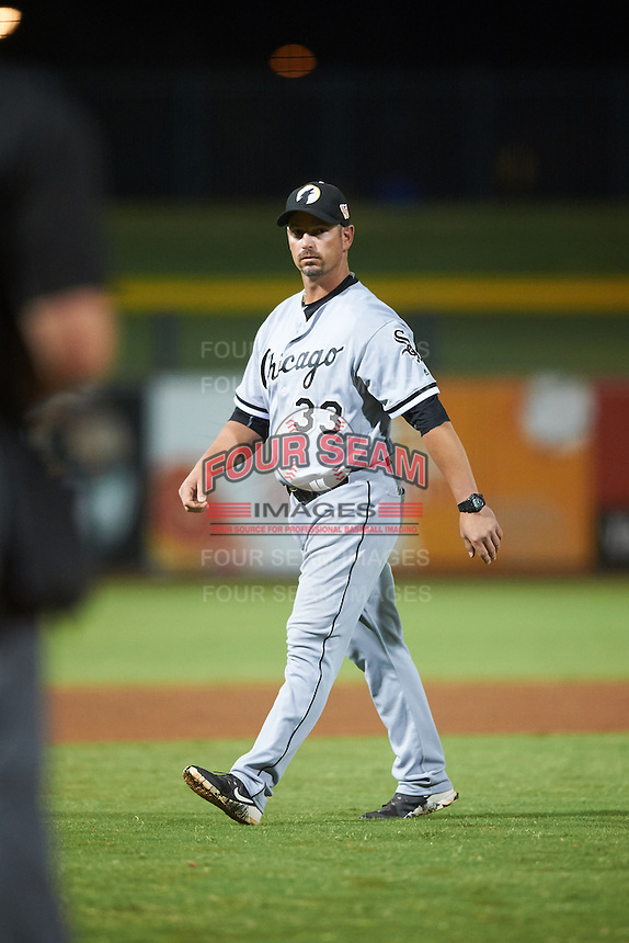 Glendale Desert Dogs manager Aaron Rowand (33), of the Chicago White Sox organization, walks to the dugout after a mound visit during a game against the Peoria Javelinas on October 18, 2016 at Peoria Stadium in Peoria, Arizona.  Peoria defeated Glendale 6-3.  (Mike Janes/Four Seam Images)