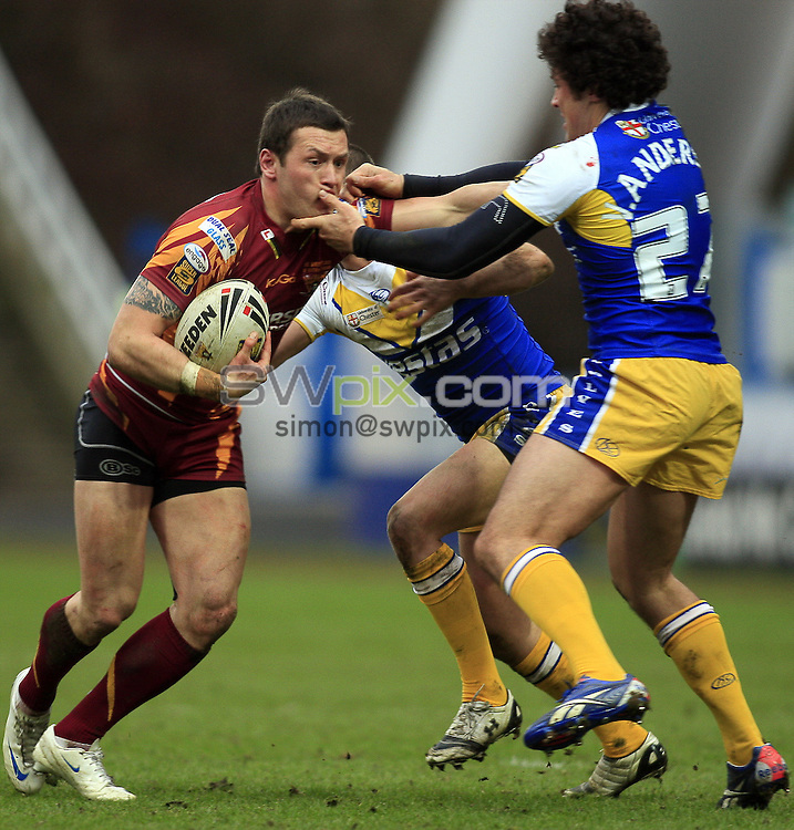 Pix: Chris Mangnall /SWPix.com, Rugby League, Super League. 28/02/10 Huddersfield Giants v Warrington Wloves....picture copyright>>Simon Wilkinson>>07811267 706>>....Huddersfield's Shaun Lunt tackled by Warrington's Richie Myler and Vinny Anderson