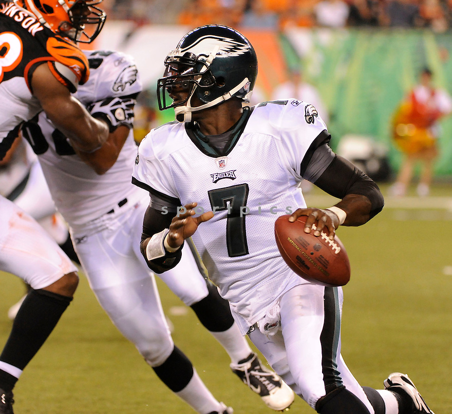 MICHAEL VICK, of the Philadelphia Eagles in action during the Eagles game against the Cincinnati Bengals  at Paul Brown Stadium in Cincinnati, OH.  on August 20, 2010.  The Bengals beat the Eagles 22-9 in the second week of preseason games...