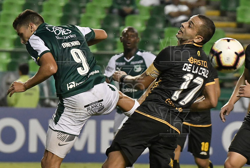 PALMIRA - COLOMBIA, 04-04-2019: Juan Ignacio Dinenno del Cali disputa el balón con Luis de la Cruz del Guarani durante partido por la primera ronda de la Copa CONMEBOL Sudamericana 2019 entre Deportivo Cali de Colombia y Club Guaraní de Paraguay jugado en el estadio Deportivo Cali de la ciudad de Palmira. / Juan Ignacio Dinenno of Cali vies for the ball with Luis de la Cruz of Guarani during match for the first round as part Copa CONMEBOL Sudamericana 2019 between Deportivo Cali of Colombia and Club Guarani of Paraguay played at Deportivo Cali stadium in Palmira city.  Photo: VizzorImage / Gabriel Aponte / Staff