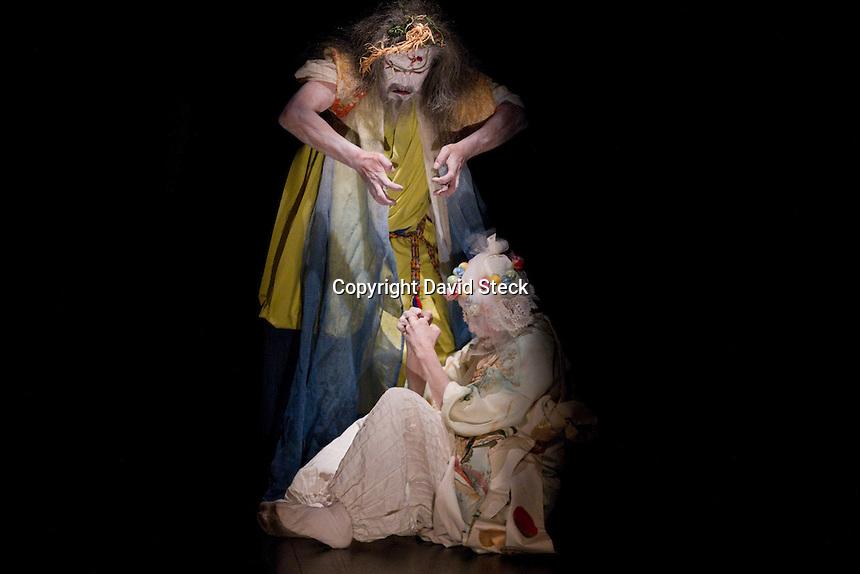 M&eacute;xico, D.F. 23 Noviembre, 2014.- Hiroko y Koichi Tamano, artistas japoneses de la vertiente butoh, presentaron este domingo su coreograf&iacute;a &quot;Moonrabbit&quot; (conejo de la luna) en el Foro Dinosaurio del Museo Universitario del Chopo <br /> <br /> La presentaci&oacute;n que se mont&oacute; con el grupo &quot;Laboratorio Esc&eacute;nico Danza Teatro Ritual&quot; muestra como &quot;los bailarines de butoh plantean que as&iacute; como existen el Sol y la noche con la presencia de la Luna, en el ser humano habitan la luz y la sombra&quot;.<br /> <br /> Foto: David Steck