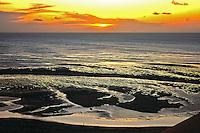 Entardecer na praia de  Jericoacoara, Ceará. Foto de Juca Martins.