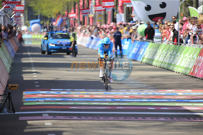 Jakob Fuglsang (DEN) Astana approaches the finish line of Stage 1 of the 2016 Giro d'Italia, an individual time trial of 9.8km around Apeldoorn, The Nethrerlands. 6th May 2016.<br /> Picture: Eoin Clarke | Newsfile<br /> <br /> <br /> All photos usage must carry mandatory copyright credit (&copy; Newsfile | Eoin Clarke)