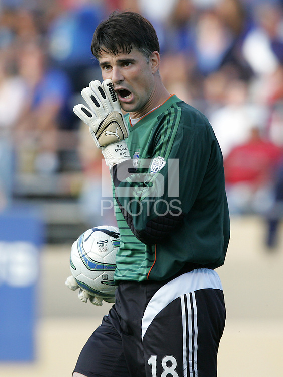 14 May 2005: Pat Onstad in action against FC Dallas at Spartan Stadium in San Jose, California.   Earthquakes tied FC Dallas, 0-0.   Credit: Michael Pimentel