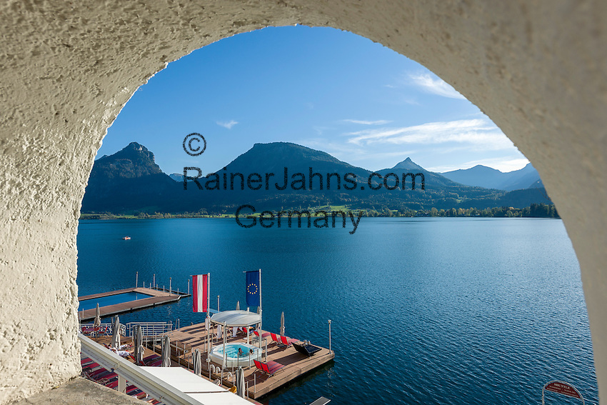 Austria, Upper Austria, Salzkammergut, St. Wolfgang at Lake Wolfgang: swimming platform for guests of Romantic Hotel Im Weissen Roessl | Oesterreich, Oberoesterreich, Salzkammergut, St. Wolfgang am Wolfgangsee: Romantik-Hotel Im Weissen Roessl, Badeplattform fuer Hotelgaeste
