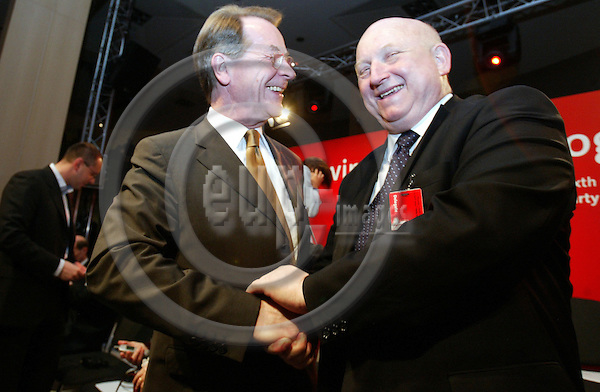 Belgium---Brussels--- 23 April 2004 --- European Parliament - Sixth Congress of the Party of European Socialists --- Franz M?NTEFERING (L), The leader of the Social DemocratsÕ (SPD) parliamentary group; Josef OLEKSY (R), Poland's deputy prime minister - PHOTO: EUP-IMAGES / ANNA-MARIA ROMANELLI